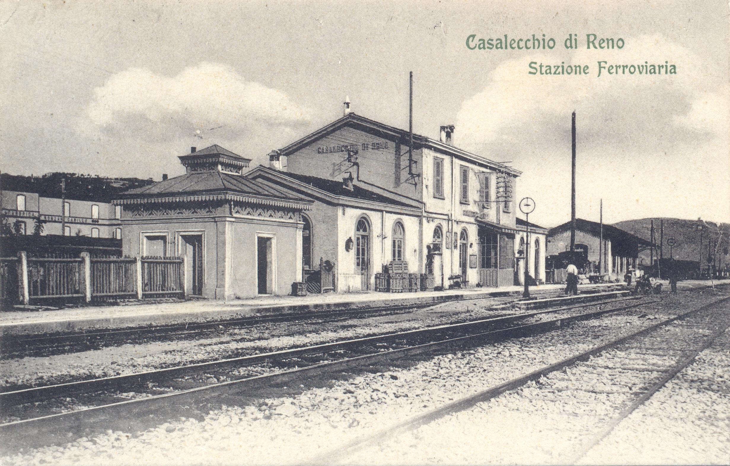 La stazione ferroviaria (Archivio fotografico Biblioteca C. Pavese)