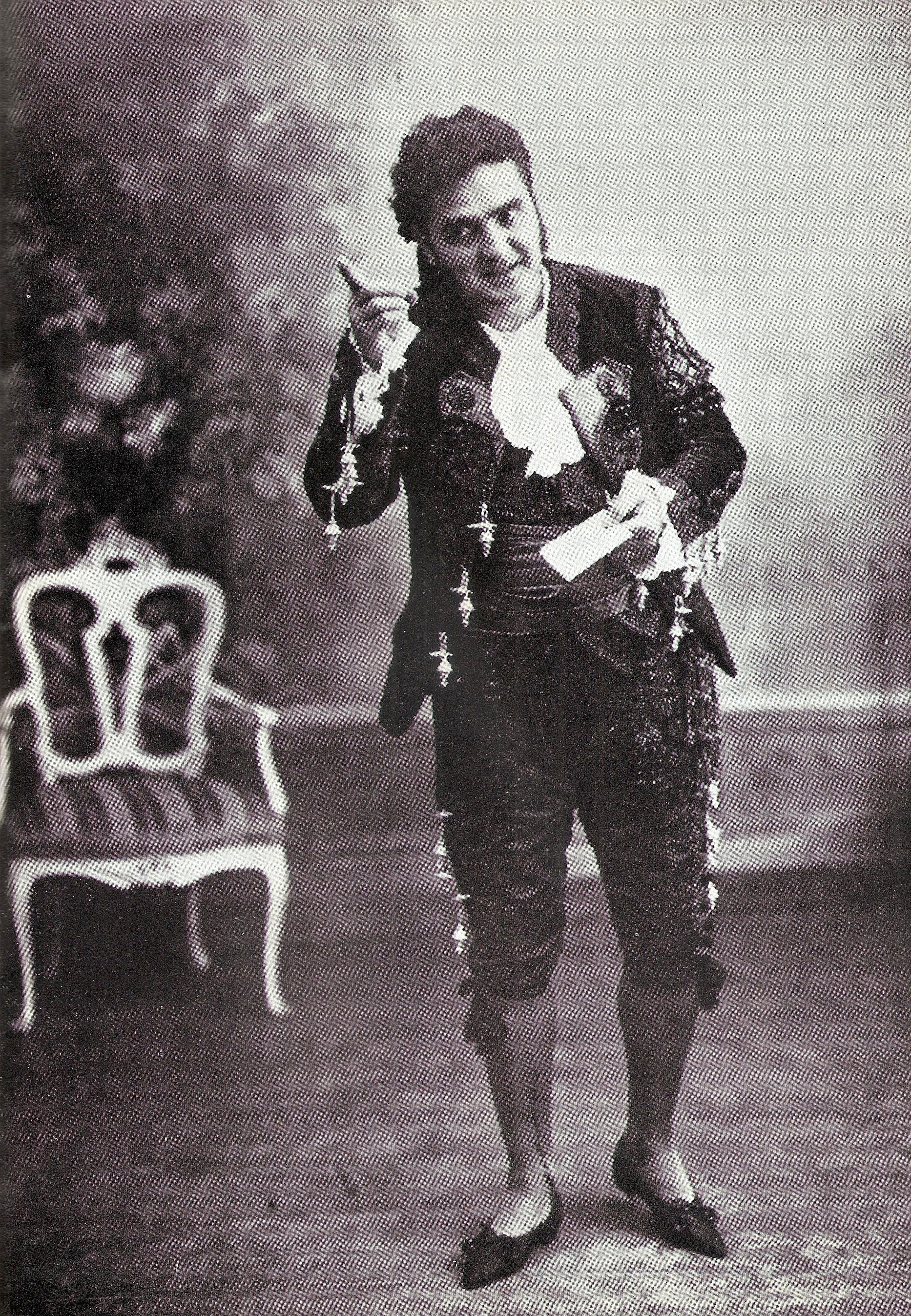"""Riccardo Stracciari interpreta Figaro ne """"Il Barbiere di Siviglia"""" di G. Rossini (immagine di pubblico dominio in quanto foto semplice a carattere non artistico scattata in Italia oltre 20 anni fa)"""