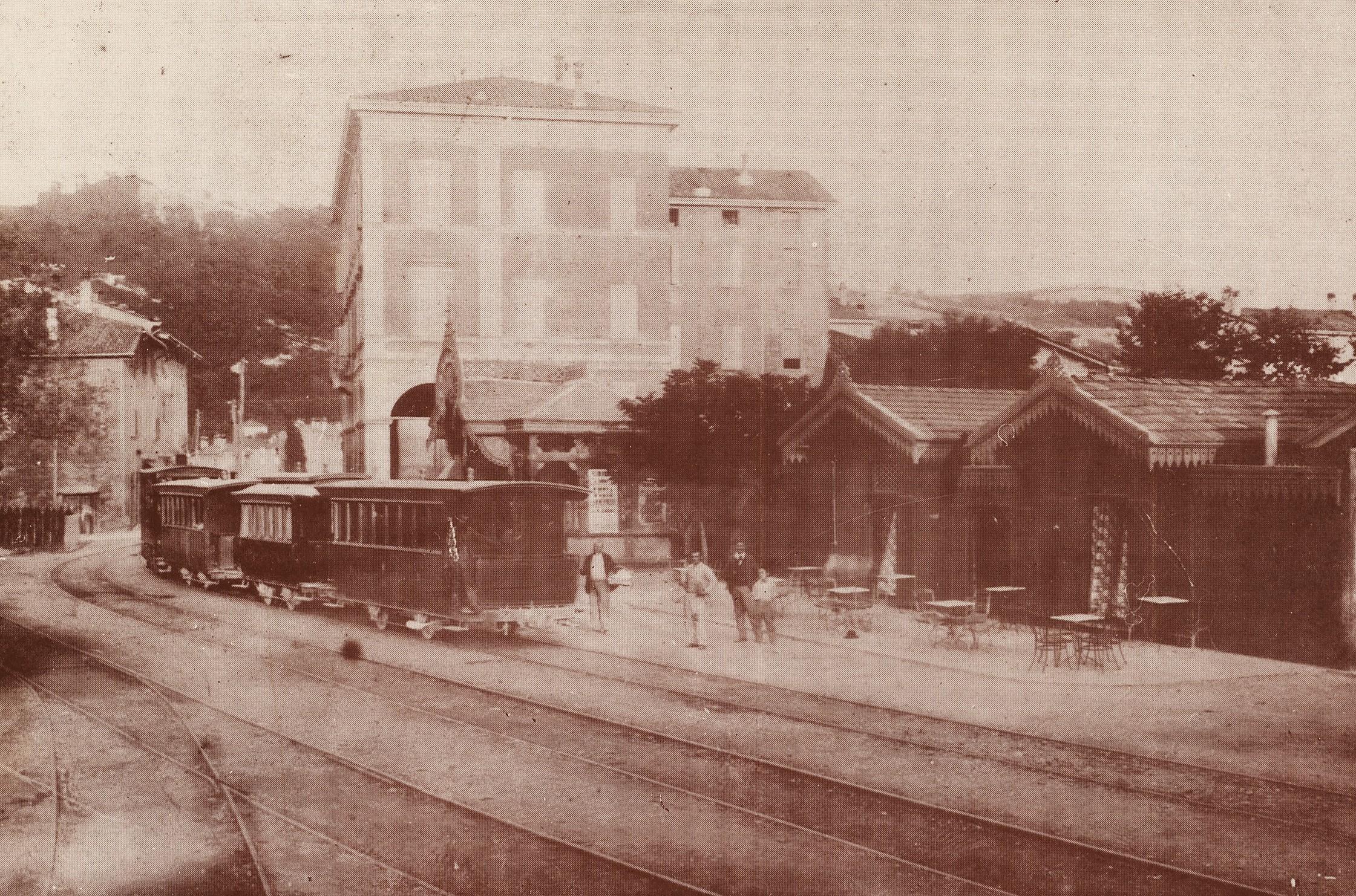 Il buffet di Ferdinando Pedretti qualche anno dopo l'inaugurazione (Archivio Famiglia Pedretti)