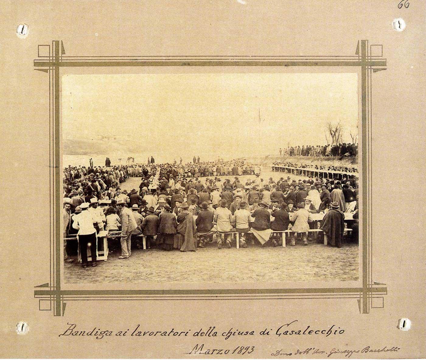 La Bandiga, il pranzo (Foto Alessandro Cassarini in Fondo Belluzzi presso il Museo del Risorgimento di Bologna)