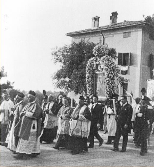 Il Cardinale G.B.Nasalli Rocca di Corneliano guida una processione