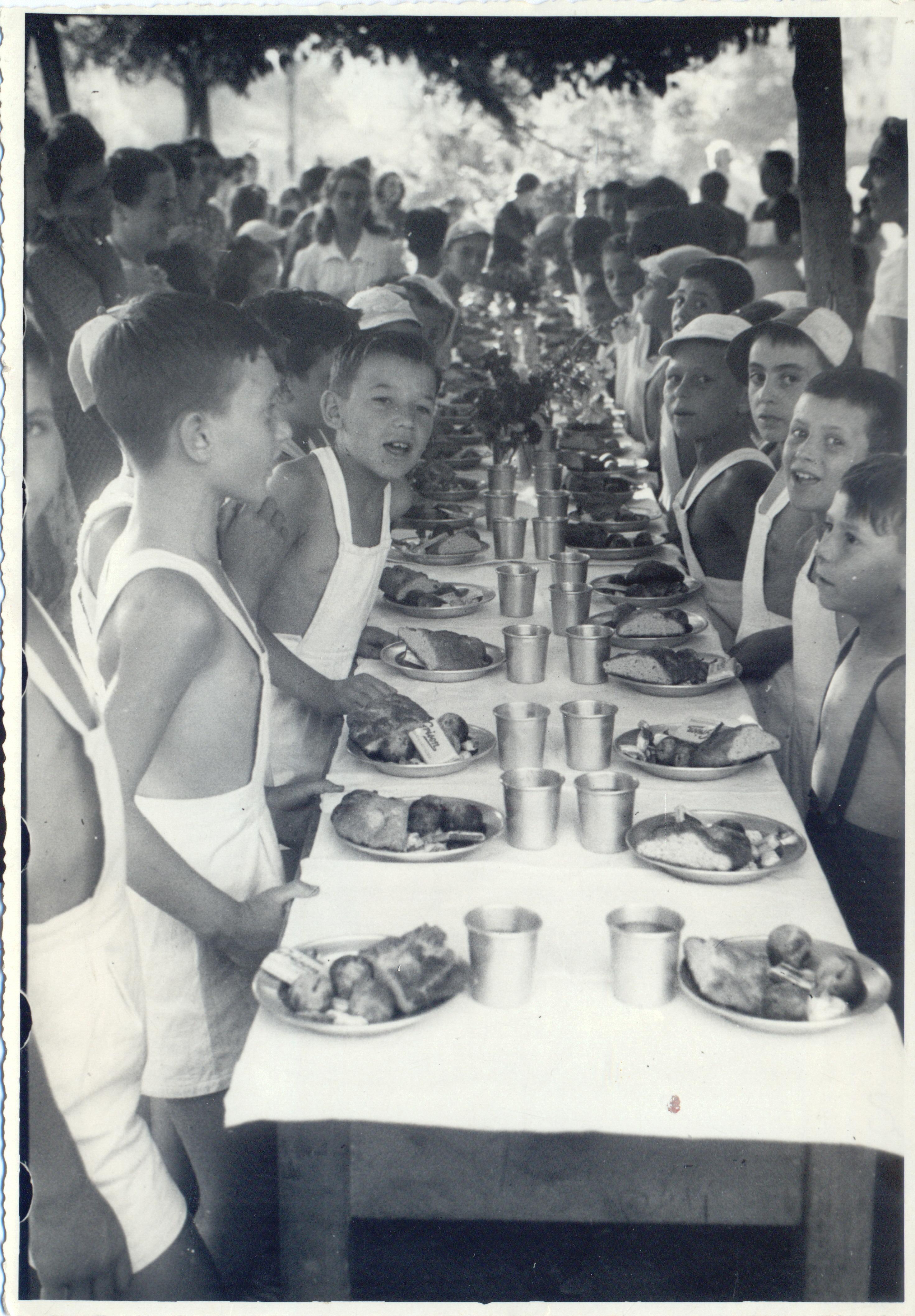 Casa del Sole, anni '30, pranzo all'aperto